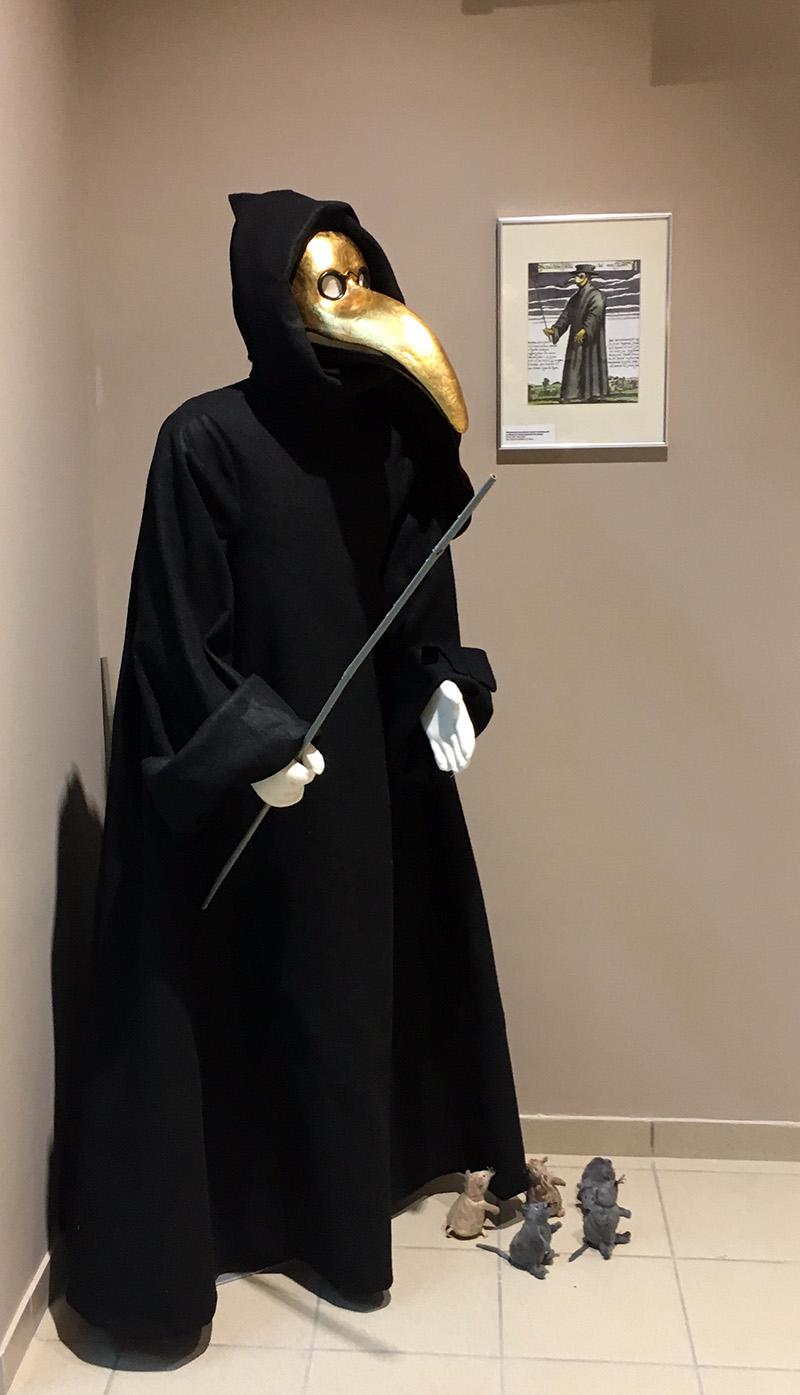 museum mannequins
